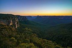 Голубой час на бдительности перескакивания govetts, голубые горы, Австралия 49 стоковые изображения rf