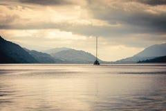 Голубой час на Лох-Несс, Шотландия Стоковая Фотография RF