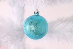 Голубой шарик рождества Стоковые Изображения RF
