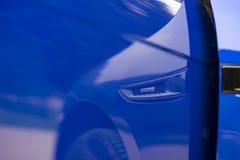 ГОЛУБОЙ ЯГУАР SUV F-PACE R-SPORT стоковое фото rf