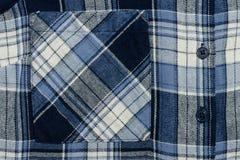 Голубой checkered конец-вверх ткани Часть рубашки Карманн и butto Стоковая Фотография