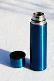 голубой thermos чашки Стоковые Фотографии RF