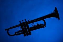 голубой trumpet силуэта Стоковая Фотография