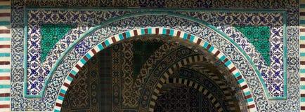Голубые арабские плитки мозаики и детали на куполе утеса, Temple Mount, Иерусалим Израиль стоковое фото rf