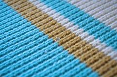 Голубые, белые и бежевые вязать шерсти, предпосылки текстуры стоковое фото