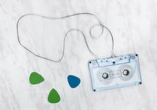 Голубые выборы ленты звукозаписи и гитары стоковые изображения rf