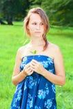 голубые детеныши женщины платья Стоковые Фотографии RF