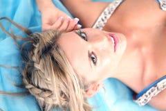 голубые женщины молодые стоковая фотография rf