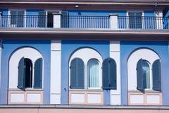 голубые итальянские окна Стоковое Изображение