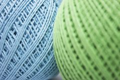 Голубые и зеленые путать пряжи стоковая фотография rf