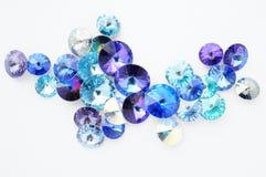 Голубые и фиолетовые кристаллы на белой предпосылке Стоковые Фотографии RF