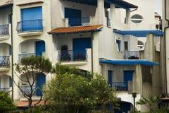 голубые окна дома стоковое изображение rf