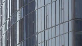 Голубые окна здания высотного здания современного видеоматериал