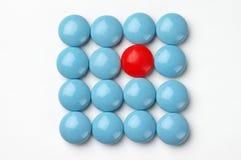 голубые пилюльки красные Стоковые Фотографии RF