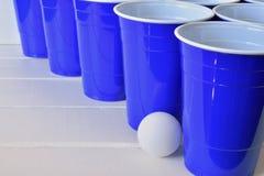 Голубые пластичные выпивая чашки Стоковые Фотографии RF