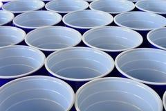 Голубые пластичные выпивая чашки Стоковые Фото
