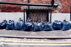 Голубые пластичные сумки отброса в центре города Стоковые Изображения RF