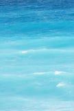 голубые приходя волны Стоковые Фото