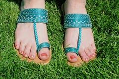 голубые сандалии стоковые фотографии rf