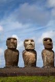 голубые статуи неба острова пасхи вниз Стоковые Фотографии RF