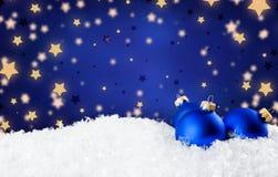 Голубые шарики рождества на предпосылке Стоковые Изображения RF