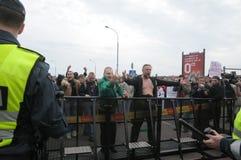 голубые prostesters гордости в марше Литвы Стоковое Фото