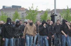 голубые prostesters гордости в марше Литвы Стоковые Изображения