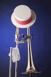 голубым trombone связи смычка изолированный шлемом Стоковое фото RF