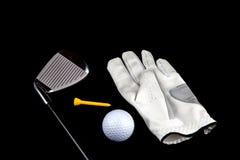 Гольф-клуб с шариком перчатки и тройник на черной предпосылке Стоковое Изображение RF
