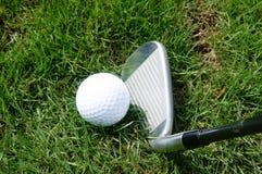 гольф шарика ударяя движение утюга Стоковое фото RF