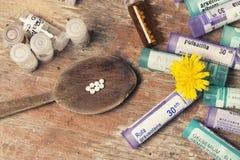 Гомеопатические бутылки и пилюльки Стоковое Изображение RF