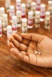 Гомеопатические пилюльки в наличии стоковые изображения rf