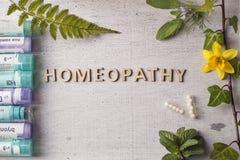 Гомеопатия, глобулы гомеопатии и бутылки Стоковое фото RF