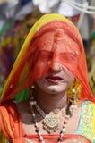 Гомосексуалист (hijra) одетый как женщина на ярмарке верблюда Pushkar, Индии Стоковые Фотографии RF