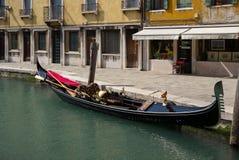 Гондола в воде, Венеция, Италия Стоковые Изображения