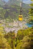 Гондола пути кабеля Zwoelferhorn Seilbahn и взгляда alpin стоковые фотографии rf
