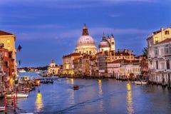 Гондолы Венеция Италия церков салюта Santa Maria грандиозного канала Стоковые Изображения RF