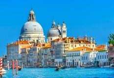 Гондолы Венеция Италия церков салюта Santa Maria грандиозного канала Стоковые Фотографии RF