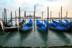 Гондолы в Венеции - заходе солнца с церковью Сан Giorgio Maggiore Стоковое фото RF