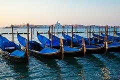 Гондолы в Венеции на зоре Стоковое Изображение