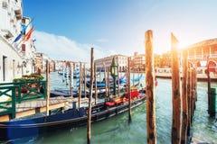 Гондолы на грандиозном канале в Венеции, церков Сан Giorgio Maggiore Стоковое Изображение RF