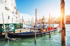 Гондолы на грандиозном канале в Венеции, церков Сан Giorgio Maggiore Стоковая Фотография RF