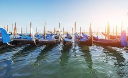 Гондолы на грандиозном канале в Венеции, церков Сан Giorgio Maggiore Стоковое Фото