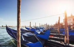 Гондолы на грандиозном канале в Венеции, церков Сан Giorgio Maggiore marco san Стоковая Фотография