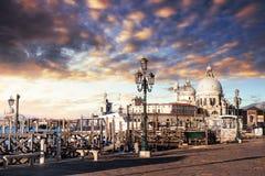 Гондолы на грандиозном канале в Венеции, церков Сан Giorgio Maggiore marco san Стоковые Фотографии RF