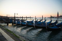 Гондолы на обваловке Свят-Marko на восходе солнца Утро Венеция Стоковое Фото