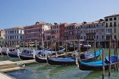 Гондолы на пристани в Венеции Стоковые Изображения RF