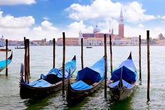 Гондолы приближают к дворцу Doge, Венеция стоковое фото