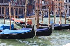 Гондолы - символ Венеции, канала большого, гавани, Венеции, Италии Стоковое Изображение RF