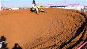 Гонка велосипеда грязи сток-видео